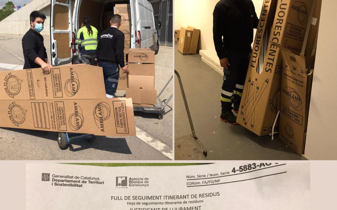Grupo Mastercold concienciados con el medio ambiente, ISO 14001, retirada de fluorescentes a punto de reciclaje de la Agencia de Residuos de Cataluña
